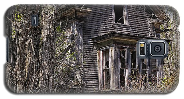 Galaxy S5 Case featuring the photograph Derelict House by Marty Saccone