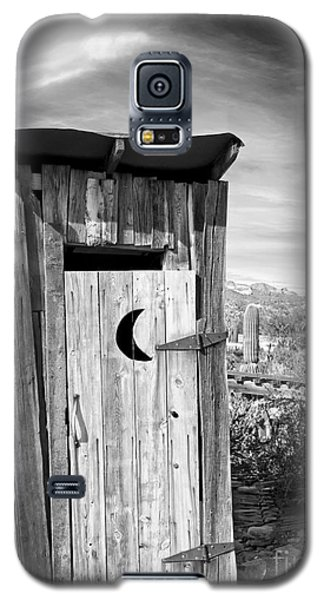 Desert Outhouse Under Stormy Skies Galaxy S5 Case