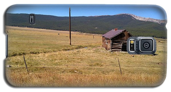 Galaxy S5 Case featuring the photograph Deserted Cabin by Fortunate Findings Shirley Dickerson