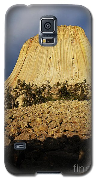 Galaxy S5 Case featuring the photograph Devils Tower National Monument Wyoming Usa by Shawn O'Brien