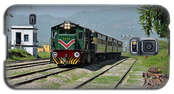 Galaxy S5 Case featuring the photograph Diesel Electric Locomotive Speeds Past Student by Imran Ahmed