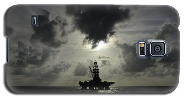 Distant Offshore Oil Rig Galaxy S5 Case