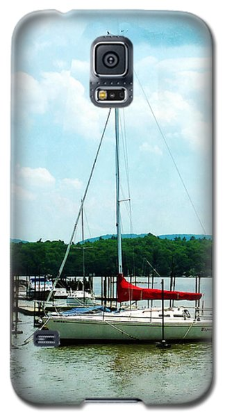 Galaxy S5 Case featuring the photograph Docked On The Hudson River by Susan Savad