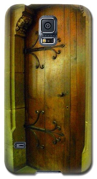 Door Inside Notre Dame Paris Galaxy S5 Case by Manuela Constantin