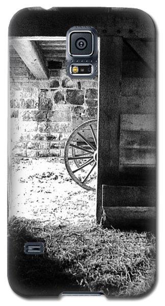 Doorway Through Time Galaxy S5 Case by Daniel Thompson