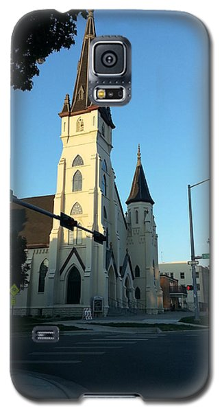 Galaxy S5 Case featuring the photograph Downtown Worship by Caryl J Bohn