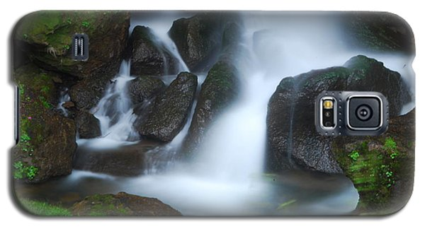 Galaxy S5 Case featuring the photograph Dragon Head Falls by Jonah  Anderson