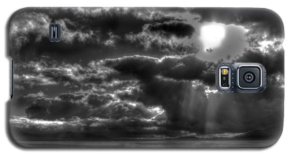 Drama In The Sky II Galaxy S5 Case by Richard Stephen