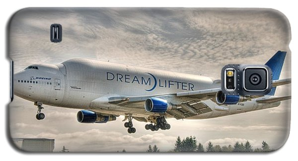 Galaxy S5 Case featuring the photograph Dreamlifter Landing 1 by Jeff Cook