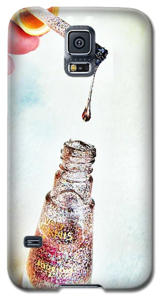 Galaxy S5 Case featuring the photograph Drop by Marianna Mills