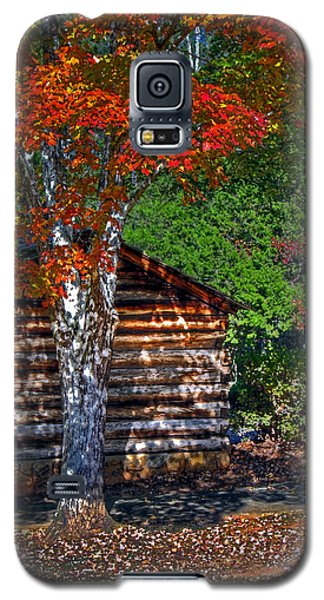 Dry Brush Painting Effect Red Leaves Over A Log Cabin Galaxy S5 Case by Andy Lawless