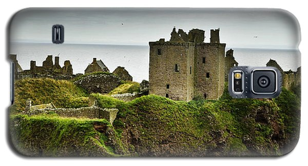 Galaxy S5 Case featuring the photograph Dunnottar Castle Scotland by Sally Ross