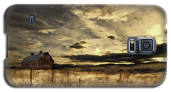 Galaxy S5 Case featuring the photograph Dusk At The Red Barn by Kristal Kraft
