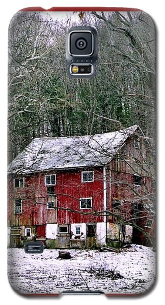Galaxy S5 Case featuring the photograph Pennsylvania Dusting by Michael Hoard