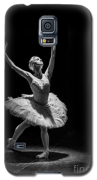 Dying Swan 6. Galaxy S5 Case by Clare Bambers