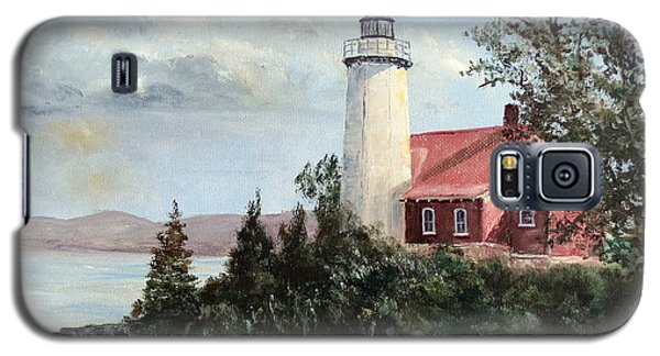 Galaxy S5 Case featuring the painting Eagle Harbor Light by Lee Piper