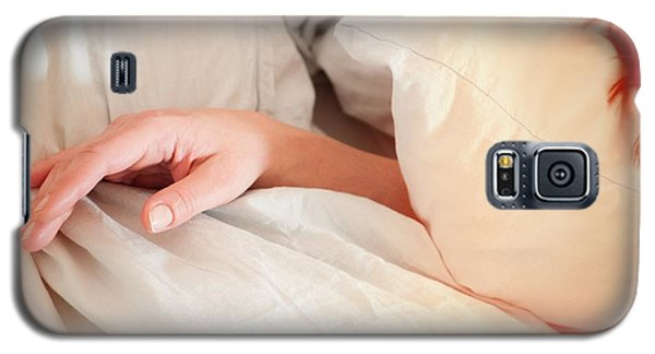 Early Morning - Pillows And Hand Of A Woman Galaxy S5 Case