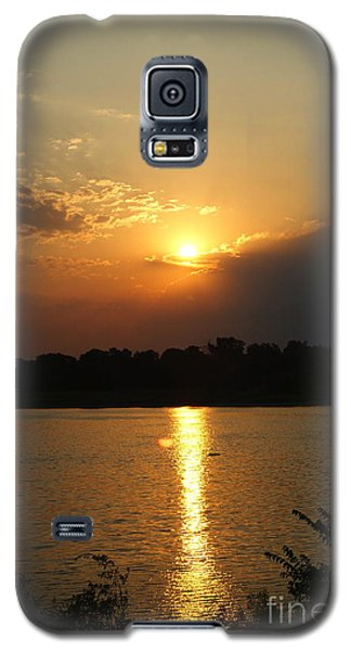 Galaxy S5 Case featuring the pyrography Early Morning Rise by Roseann Errigo