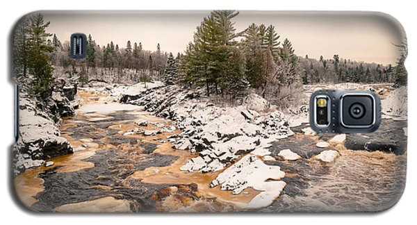 Galaxy S5 Case featuring the photograph Early Snowfall On The Saint Louis River by Mark David Zahn