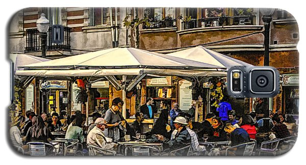 Galaxy S5 Case featuring the photograph Eating Out In Barcelona by Brian Tarr