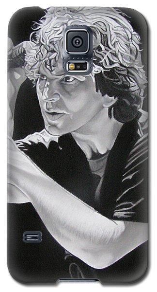 Eddie Vedder Black And White Galaxy S5 Case by Joshua Morton