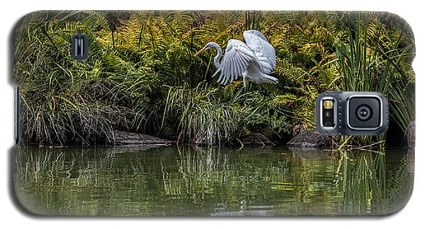 Galaxy S5 Case featuring the photograph Egret At The Lake by Chris Lord