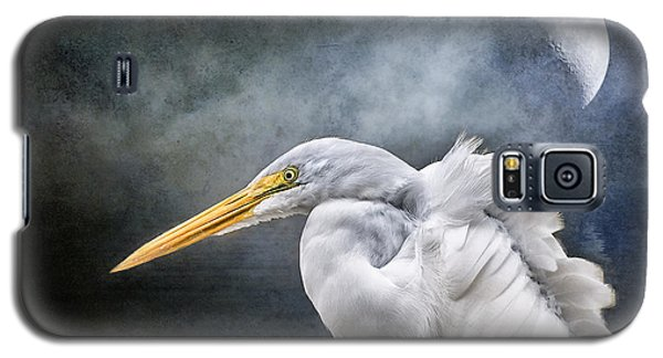 Galaxy S5 Case featuring the photograph Egret's Moon by Brian Tarr