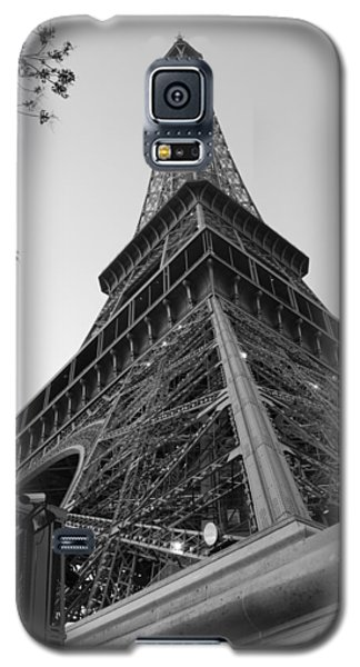Galaxy S5 Case featuring the photograph Eiffel Tower In Black And White by Jennifer Ancker
