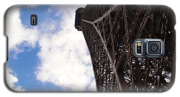 Galaxy S5 Case featuring the photograph Eiffel Tower by Tiffany Erdman