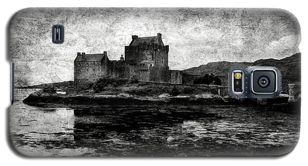 Eilean Donan Castle In Scotland Bw Galaxy S5 Case