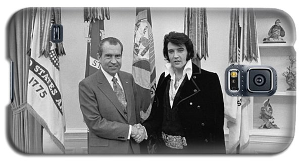 Galaxy S5 Case featuring the photograph Elvis Presley And Richard Nixon-featured In Men At Work Group by Ericamaxine Price