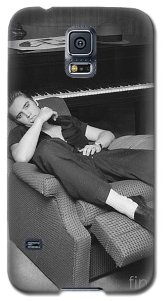 Elvis Presley At Home By His Piano 1956 Galaxy S5 Case by The Harrington Collection