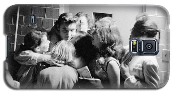 Elvis Presley Hugging Fans 1956 Galaxy S5 Case