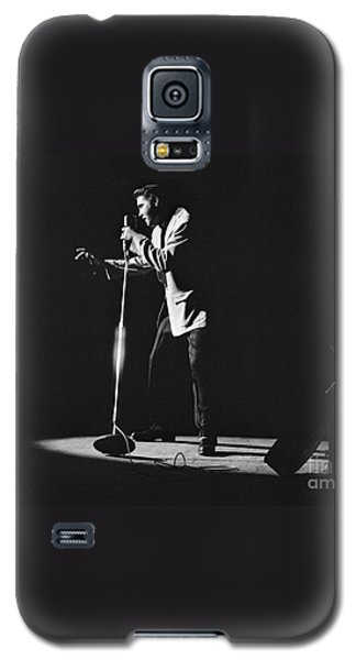 Elvis Presley On Stage In Detroit 1956 Galaxy S5 Case by The Harrington Collection