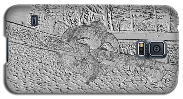 Galaxy S5 Case featuring the photograph Embossed Chain by Michael Porchik