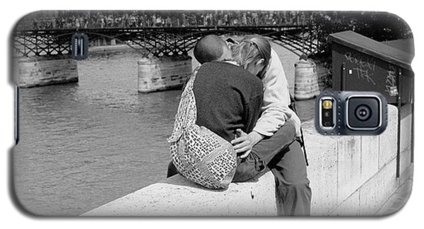 Galaxy S5 Case featuring the photograph Embrace-paris by Dave Beckerman