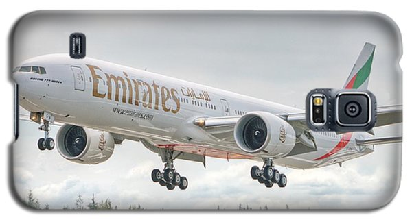 Galaxy S5 Case featuring the photograph Emirates 777 by Jeff Cook