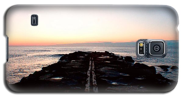 Galaxy S5 Case featuring the photograph End Of The Road by Jon Emery