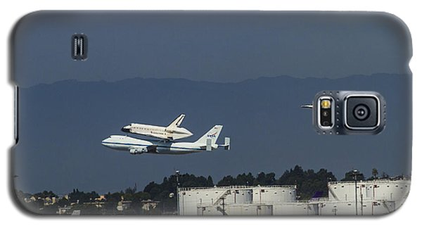 Endeavor Foies First Of Two Flyovers Over Lax Galaxy S5 Case