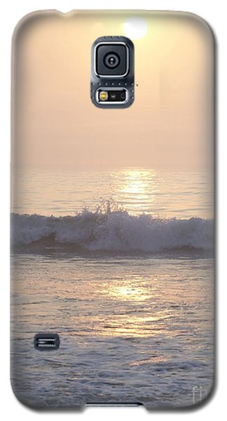 Galaxy S5 Case featuring the photograph Hampton Beach Wave Ends With A Splash by Eunice Miller