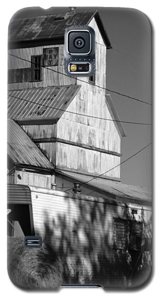 Galaxy S5 Case featuring the photograph Eskridge Elevator by Rod Seel