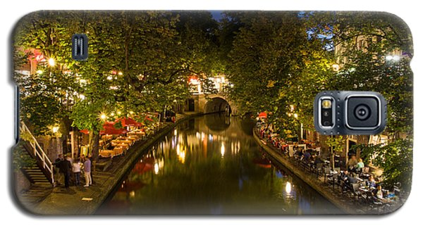 Galaxy S5 Case featuring the photograph Evening Canal Dinner by John Wadleigh