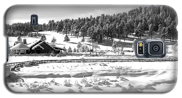 Evergreen Lake House In Winter Galaxy S5 Case