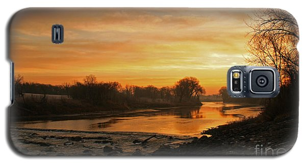 Fall Sunrise On The Red River Galaxy S5 Case by Steve Augustin