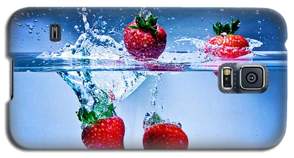 Falling Strawberries Galaxy S5 Case