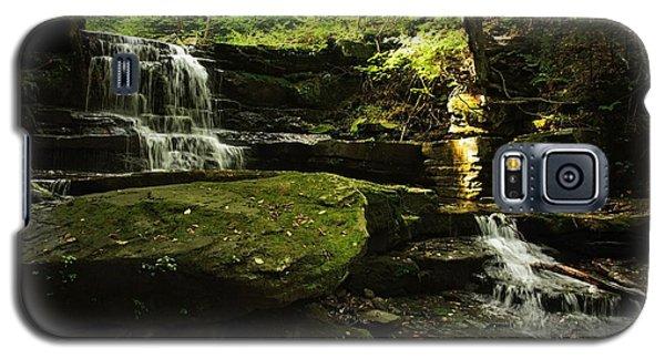 Galaxy S5 Case featuring the photograph Fallsbrook Falls by Debra Fedchin