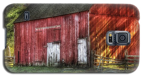 Farm - Barn - The Old Red Barn Galaxy S5 Case by Mike Savad