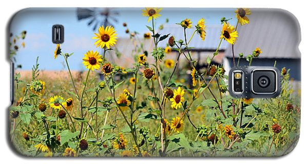 Galaxy S5 Case featuring the photograph Farm Flowers by Clarice  Lakota