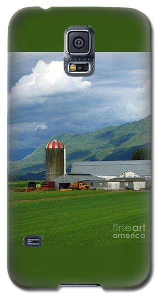 Farm In The Valley Galaxy S5 Case by Ann Horn