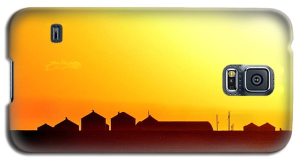 Galaxy S5 Case featuring the photograph Farmstead At Sundown by Clarice  Lakota
